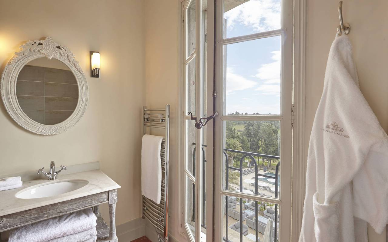 bathroom with view, castle hotel near Narbonne, Les Carrasses