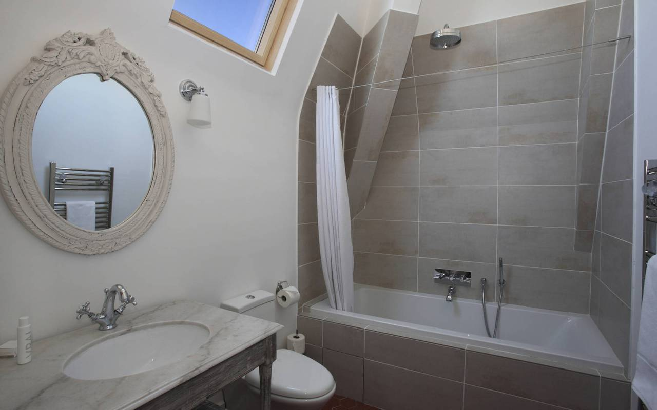 charming bathroom, house rental in capestang, les carrasses