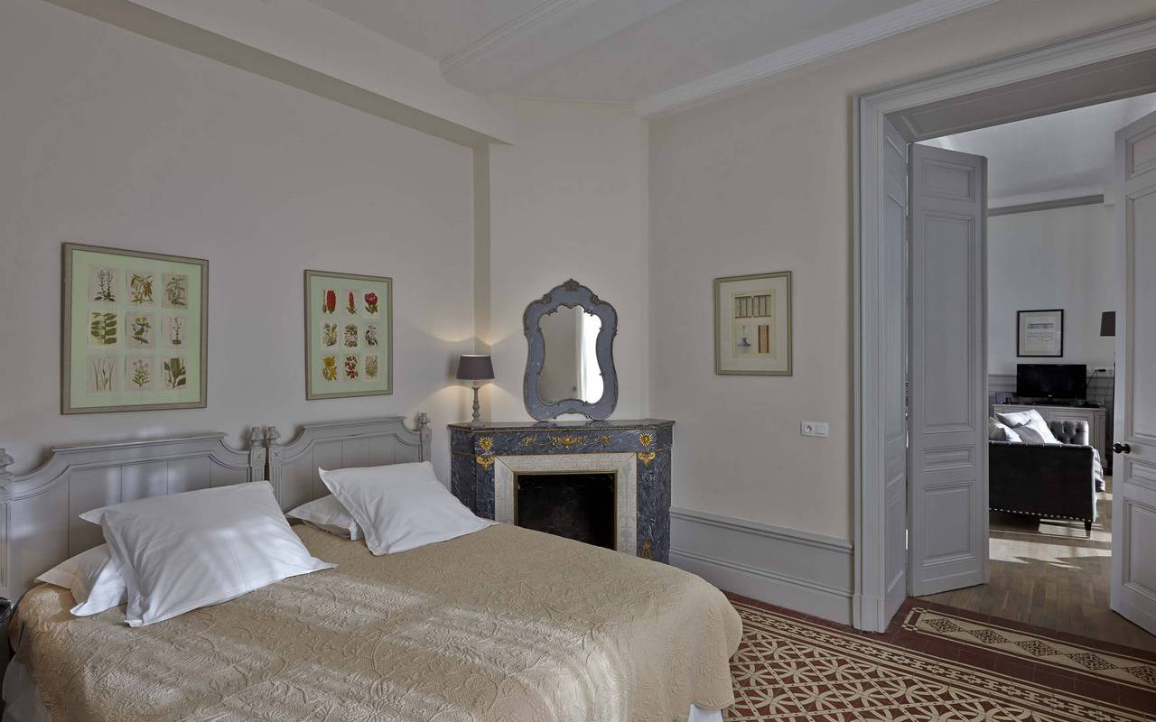 traditional room, rental house in Béziers, château les carrasses