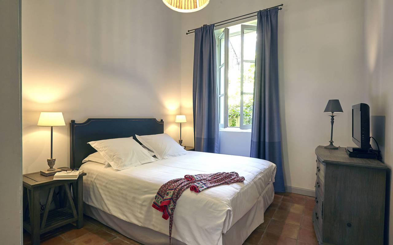 luxury room, les carrasses, herault vacation rental