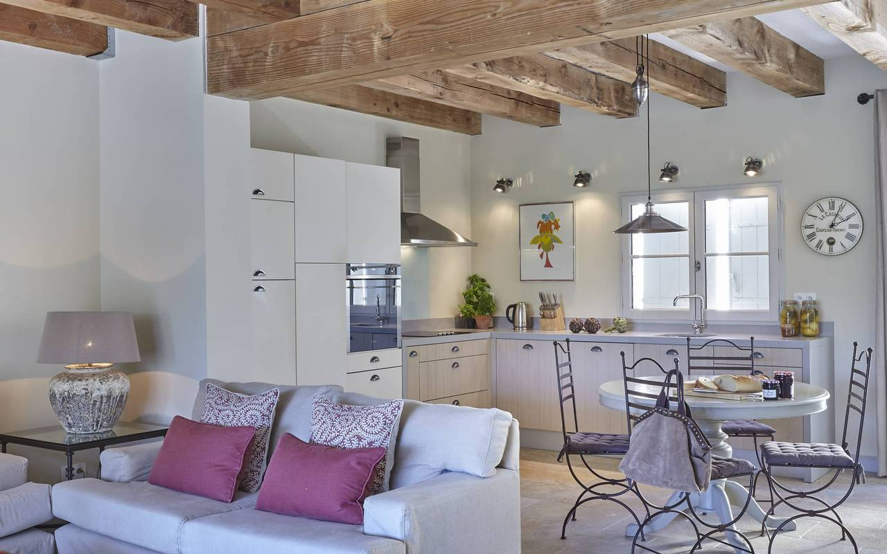 spacious accommodation, vacation rental béziers, les carrasses