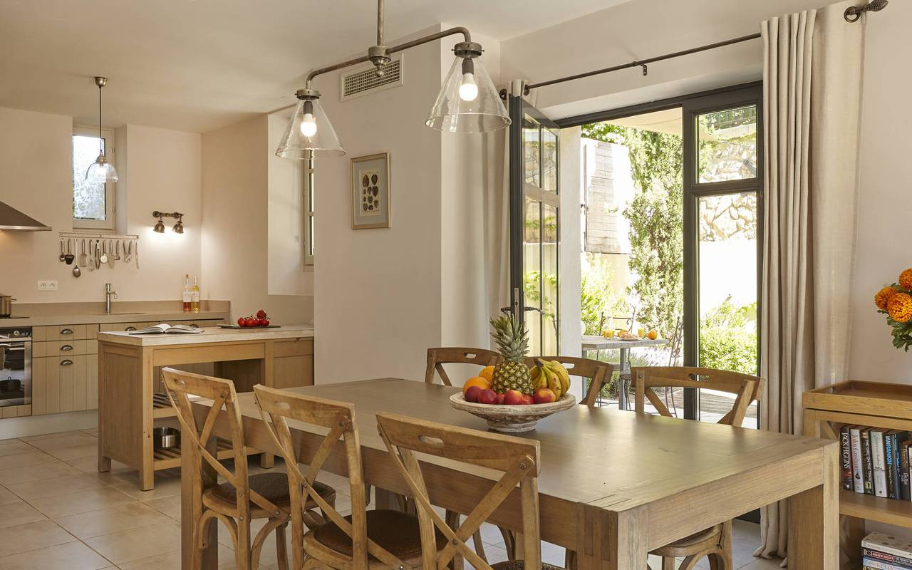 kitchen and dining room, les carrasses, herault pool house rental
