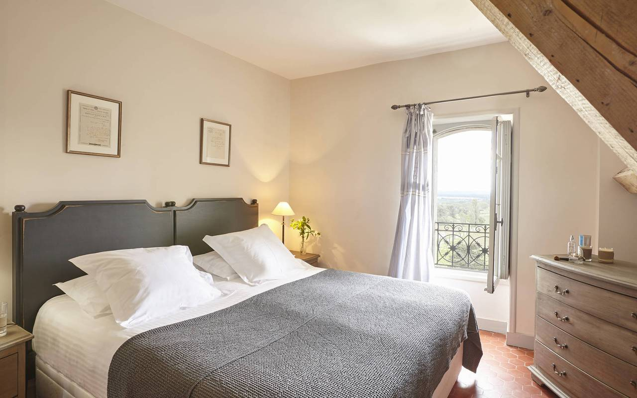 double bed, unusual accommodation in herault, les carrasses
