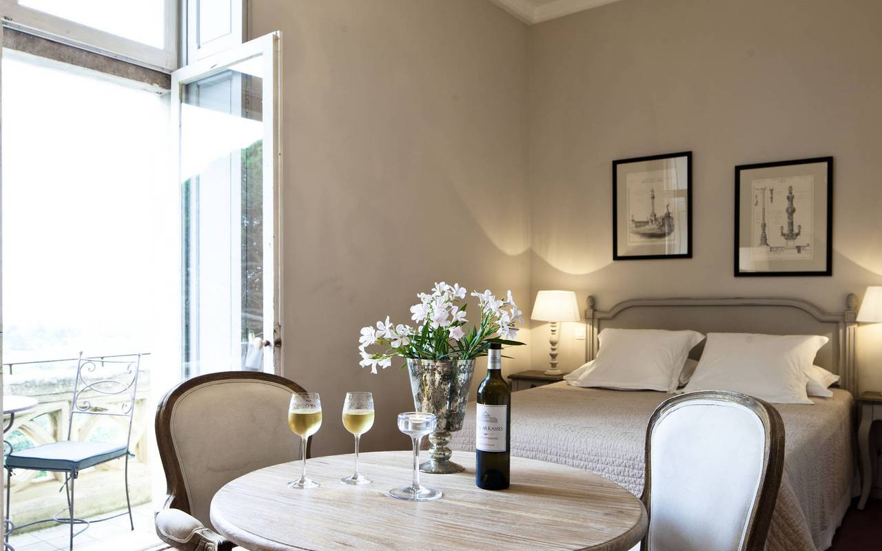 elegant room, b & b narbonne, château les carrasses