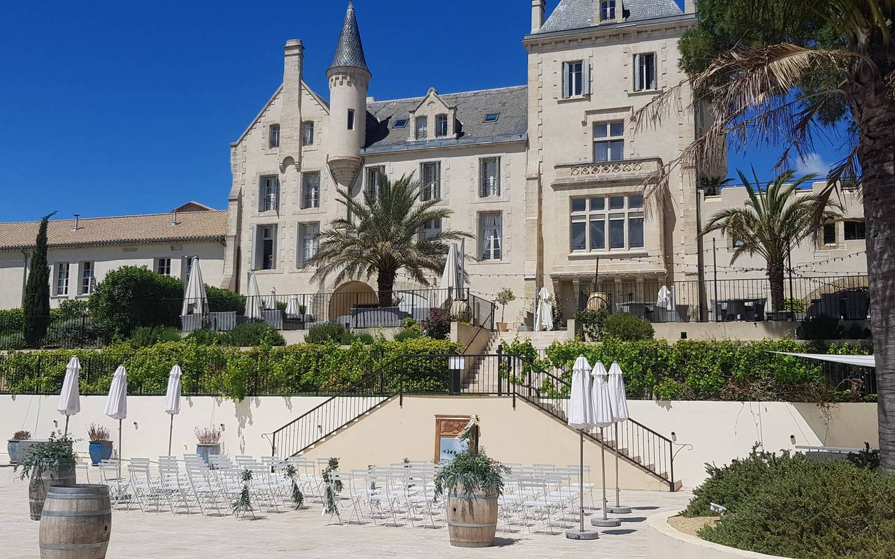 facade of the castle les carrasses, herault room rental