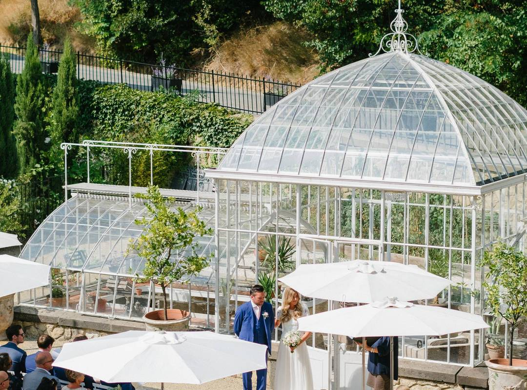 wedding in front of a glass roof, herault room rental, château les carrasses