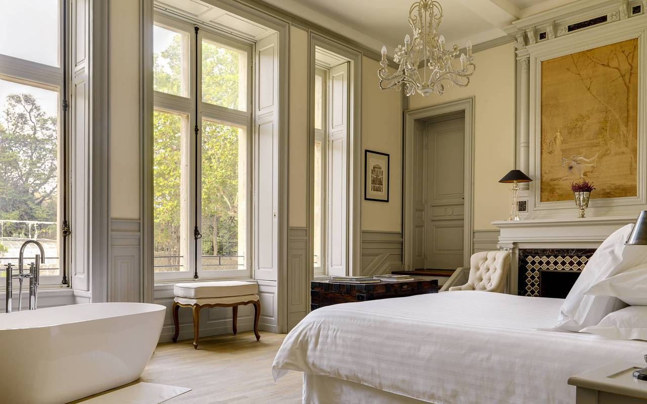 bedroom with bath, herault house rental with swimming pool, château les carrasses