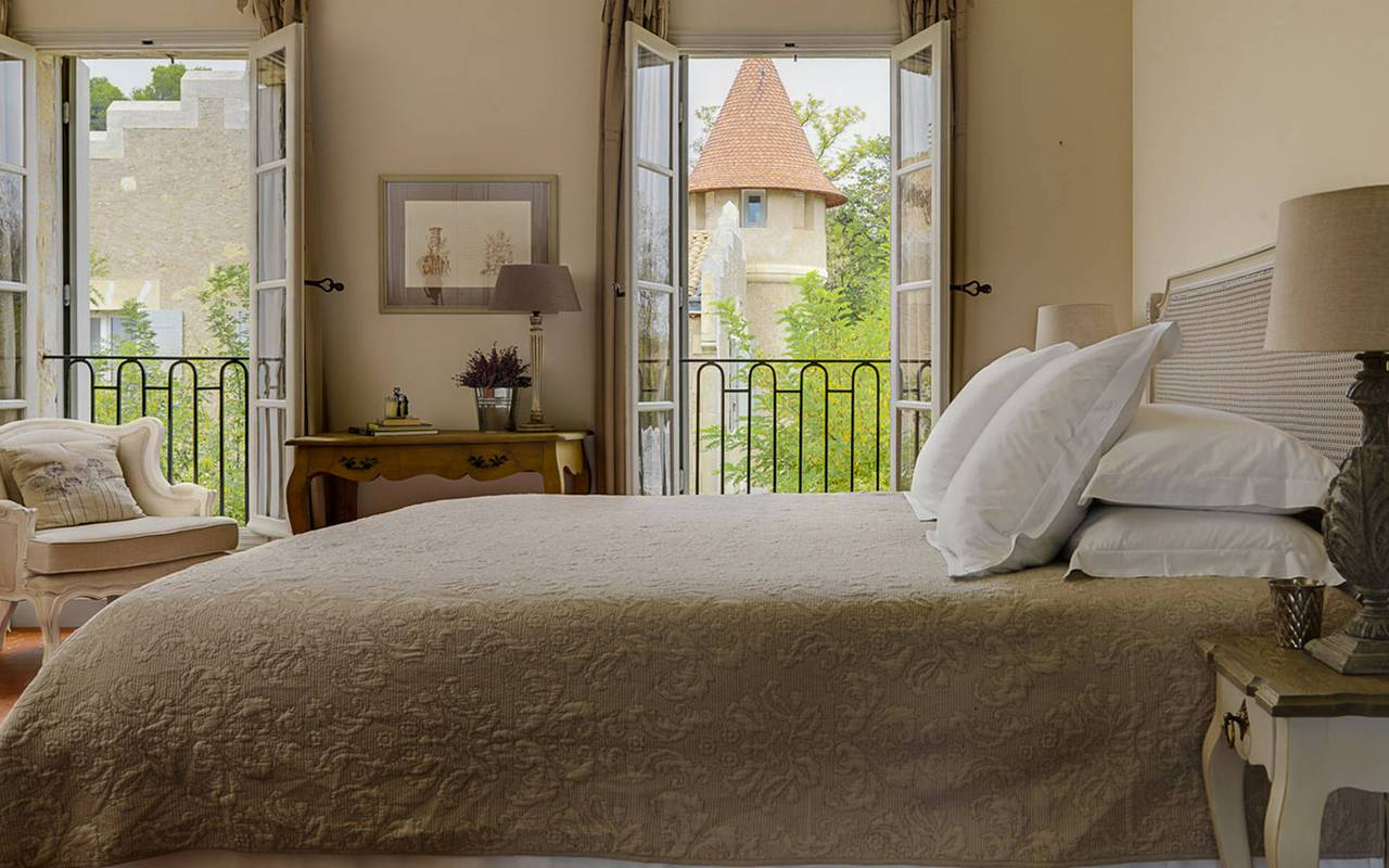 bedroom with double bed and open window, herault house rental with swimming pool, les carrasses
