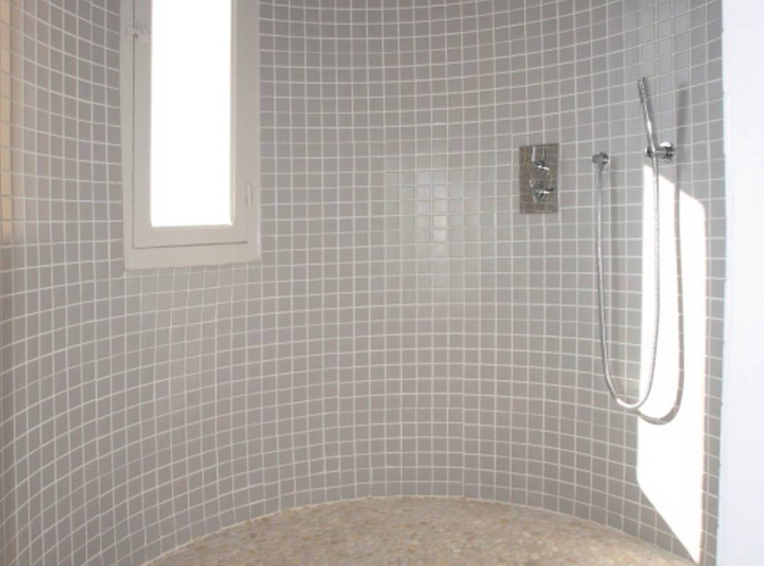 large bathroom, rental house swimming pool narbonne, Les Carrasses