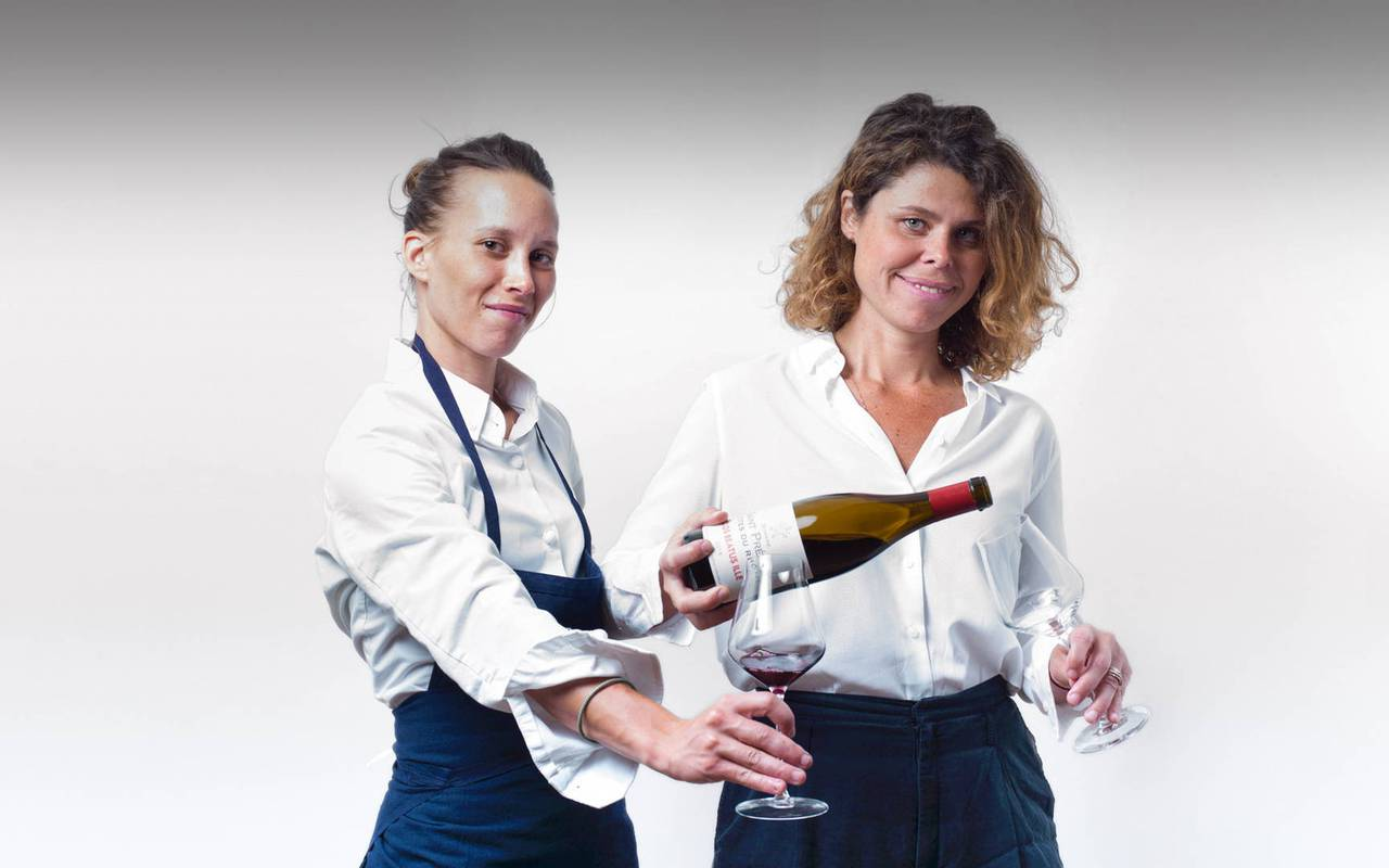 waitresses-chateau-les-carrasses-unusual-night-in-languedoc.jpg
