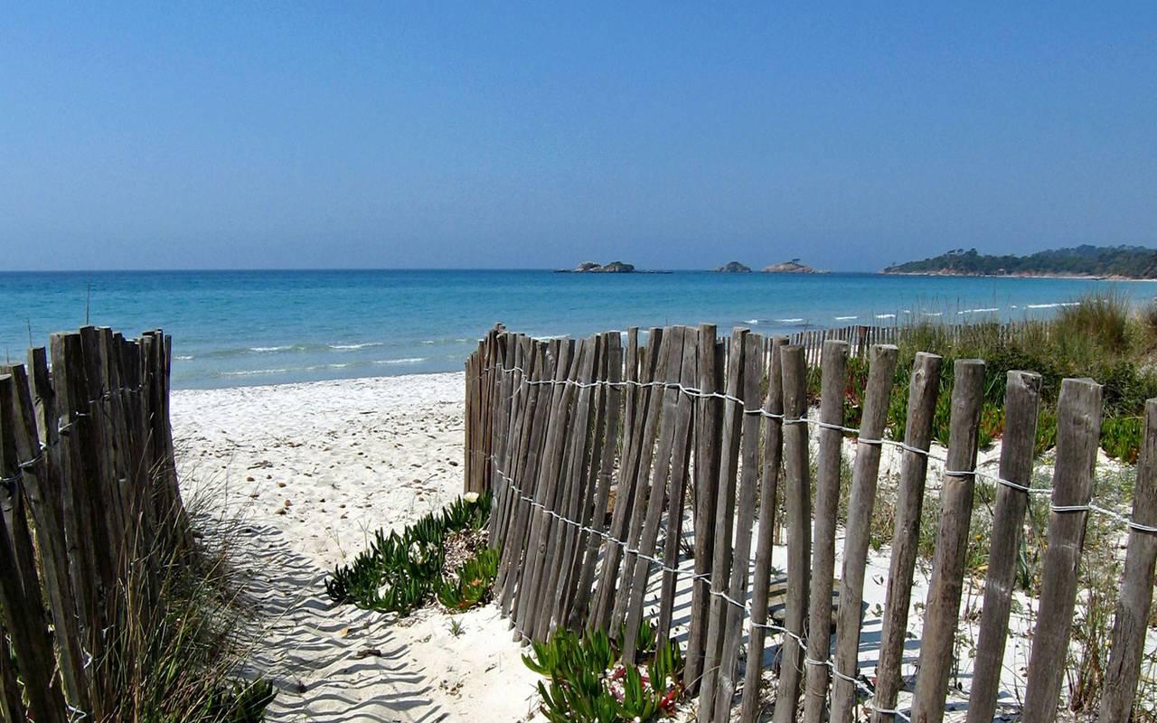 serignan beach, castle les carrasses unusual night in languedoc roussillon
