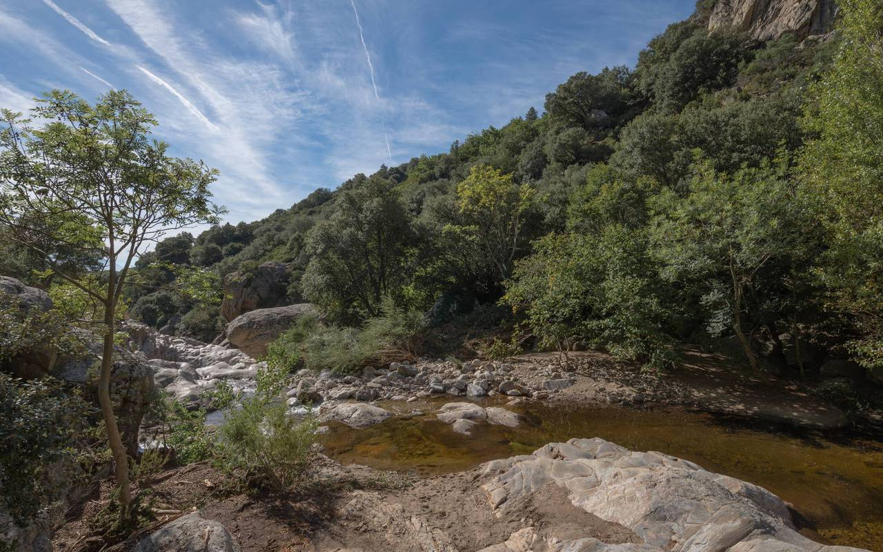 les-carrasses-river-activity-during-an-unusual-night-in-languedoc.jpg