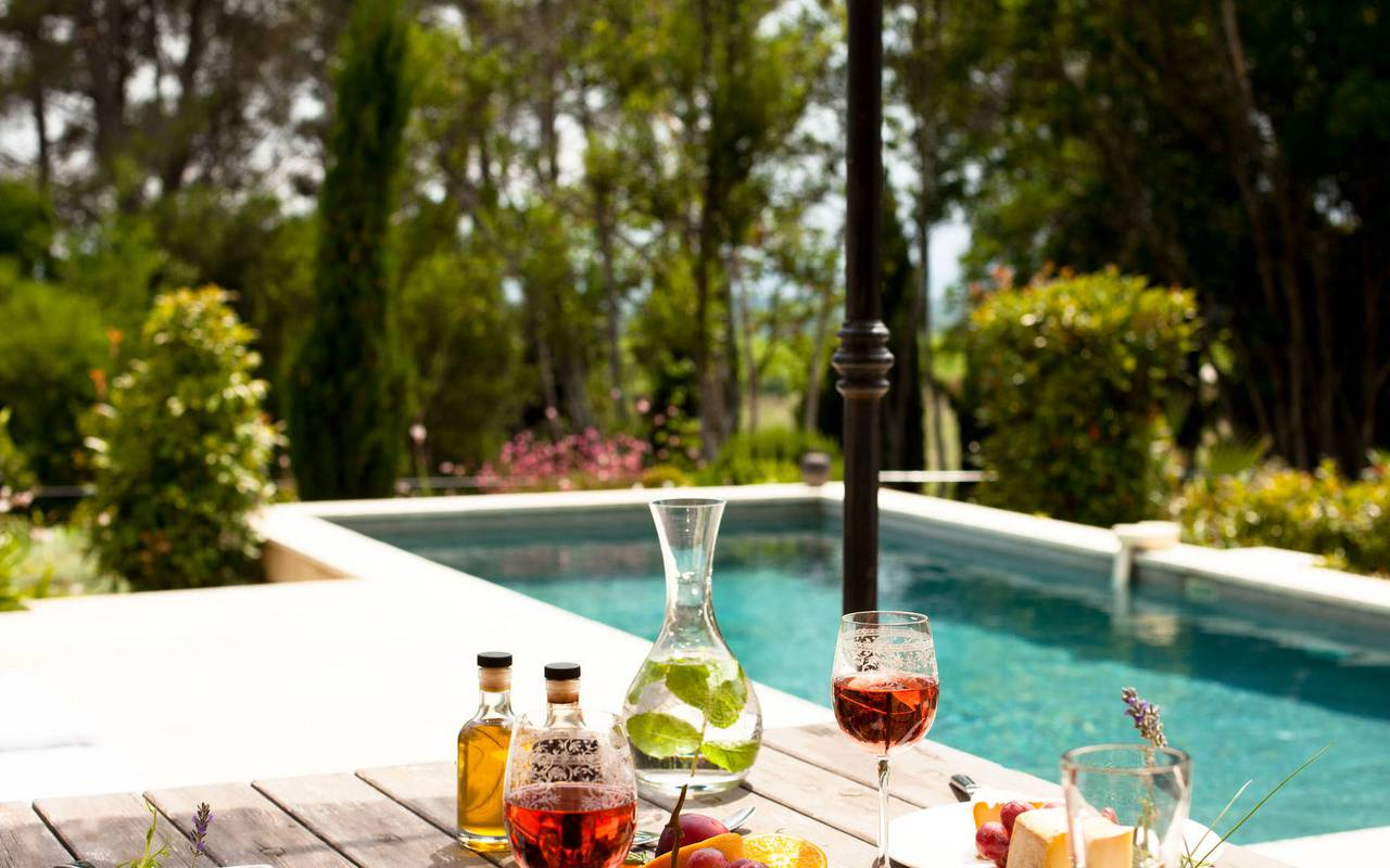 cocktails by the pool, gourmet restaurant herault, les carrasses