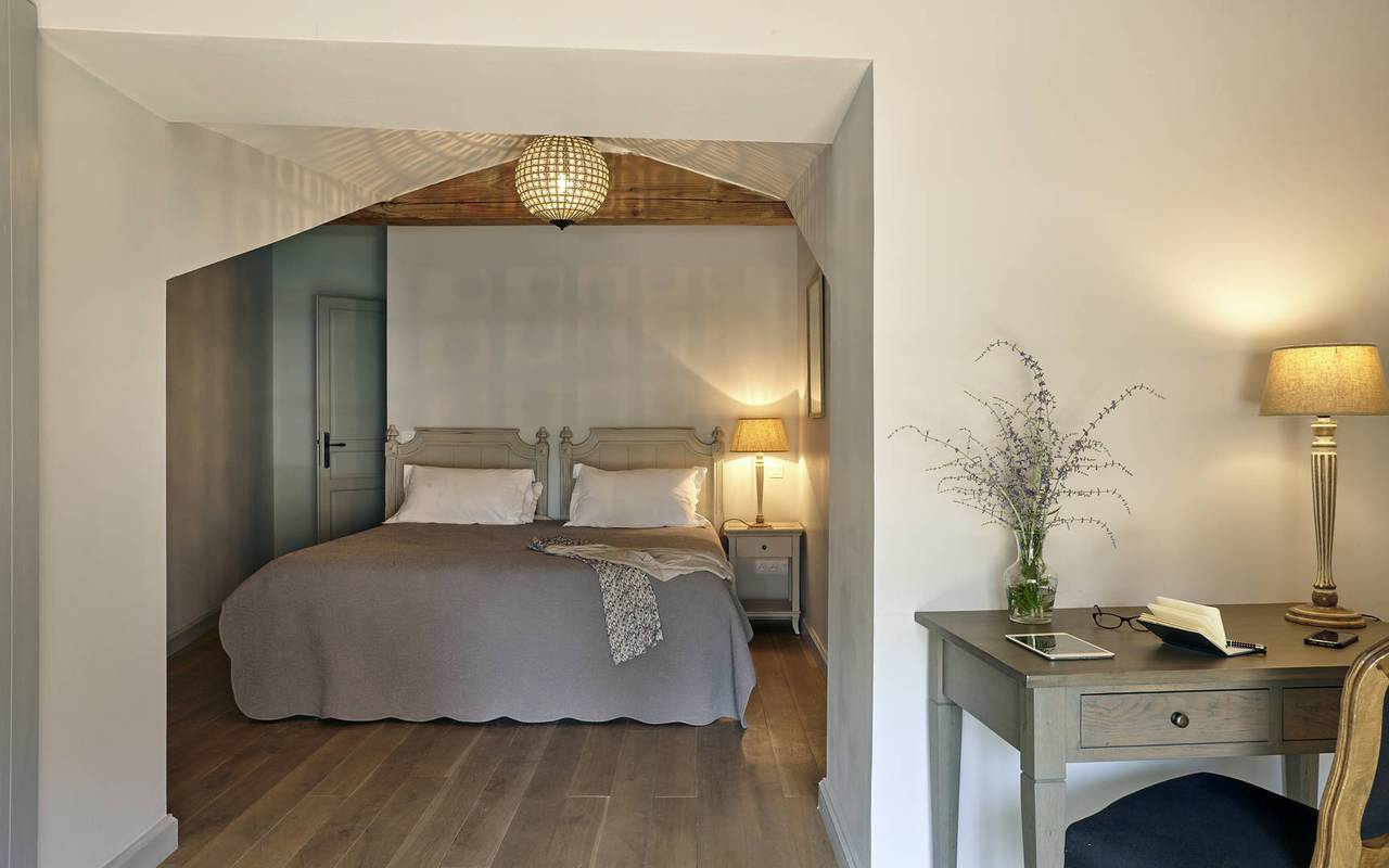 chic room, rental house with swimming pool south of france