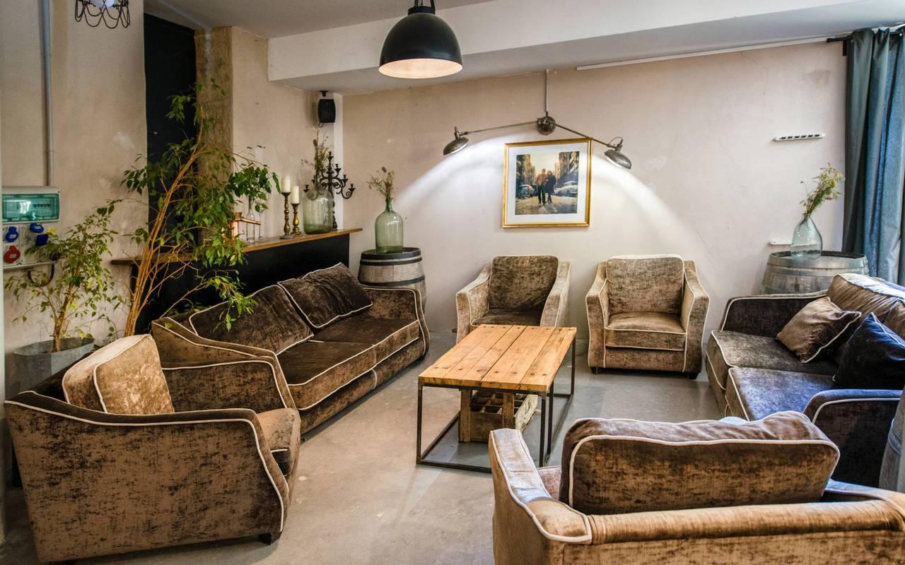 salon lumineux du château les carrasses, location de villa à Narbonne