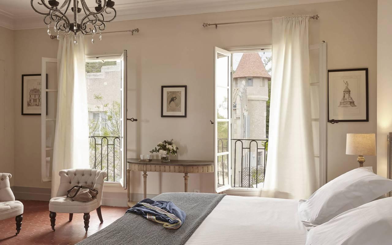 Chambre chic, hôtel château Les Carrasses près de Narbonne