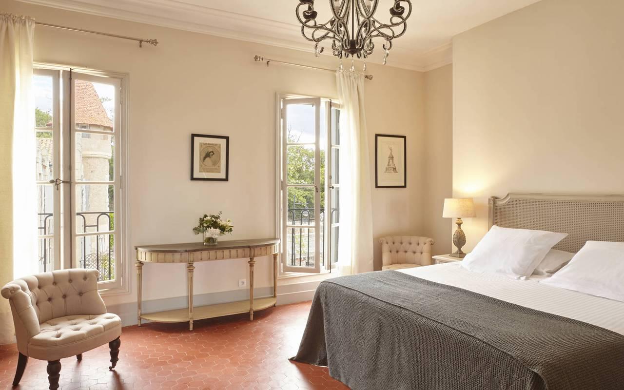 Chambre élégante, suites appartements location de villa Hérault, Les Carrasses