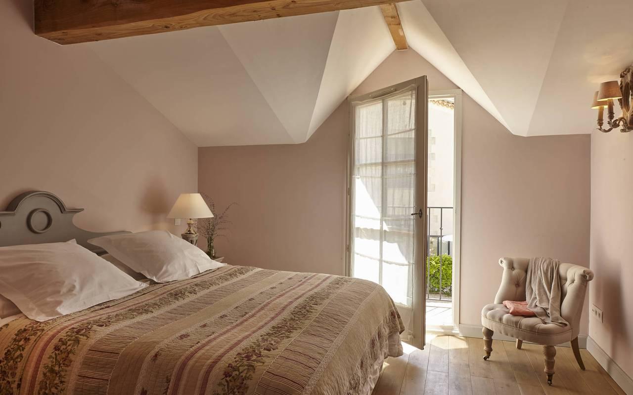 chambre avec balcon, location maison narbonne, château les carrasses