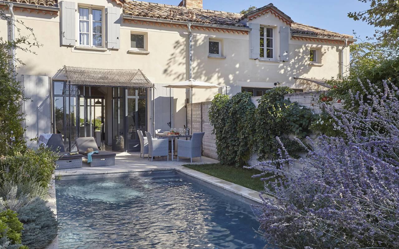 lavande autour de la piscine, location maison narbonne, château les carrasses