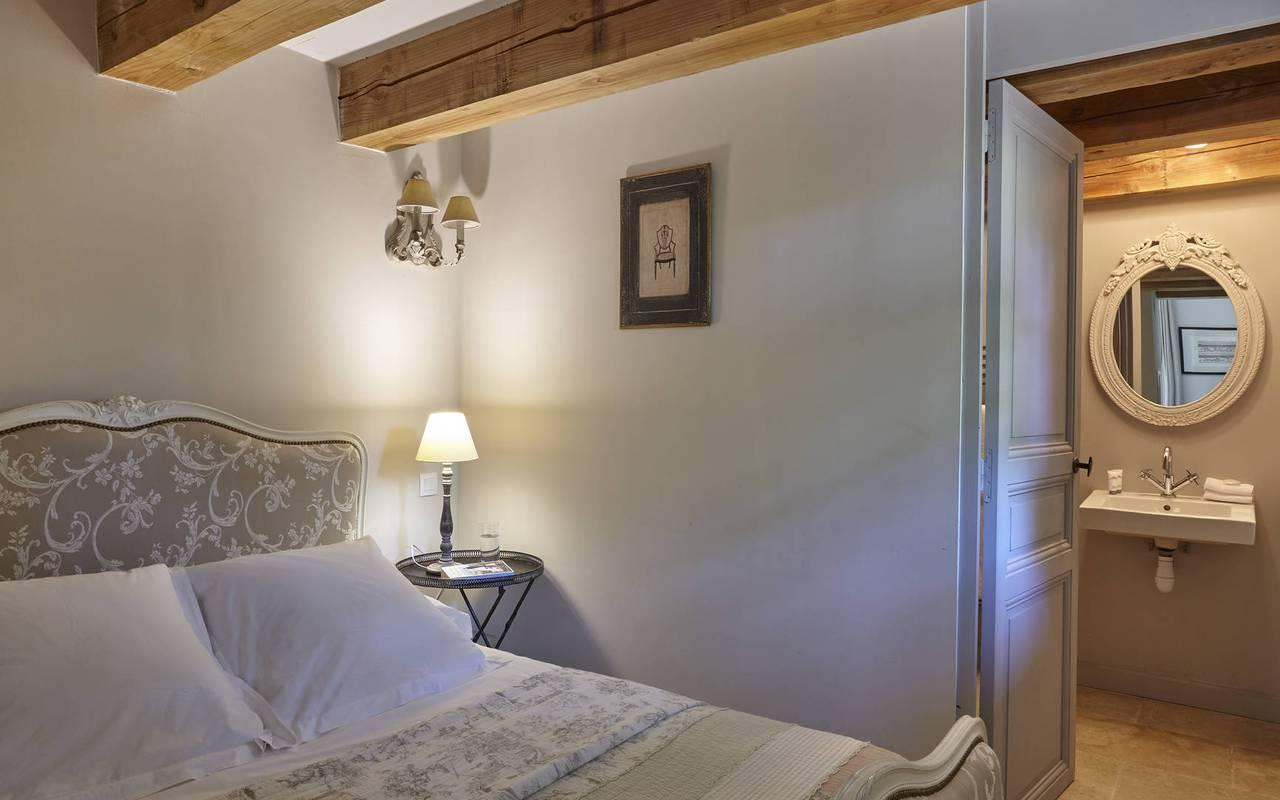 chambre romantique, location maison puisserguier, château les carrasses