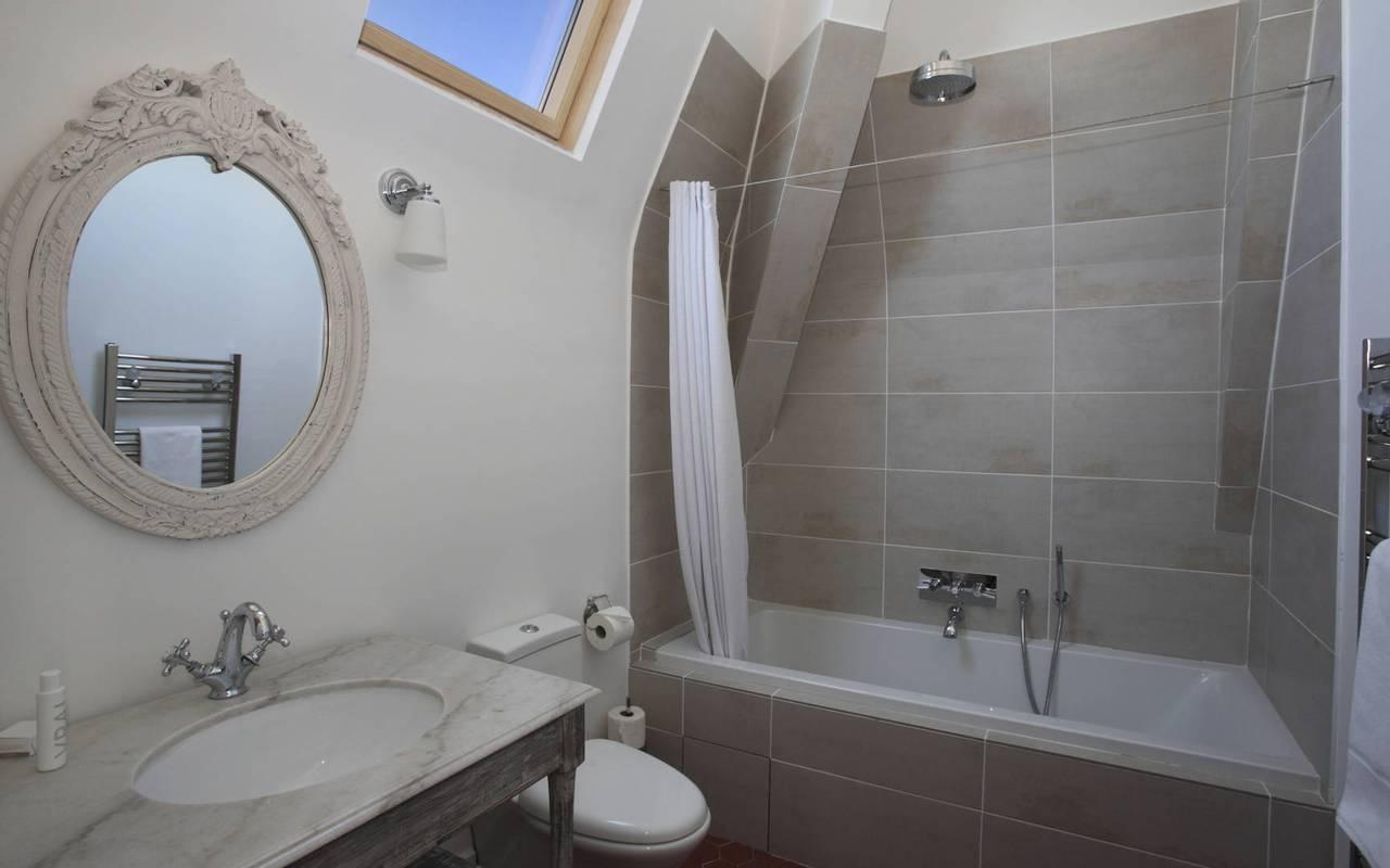 salle de bain de charme, location de maison à capestang, les carrasses