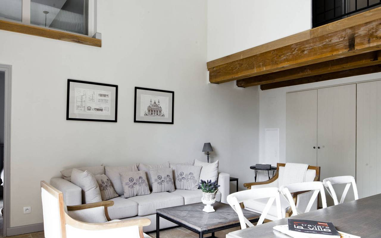 salon spacieux, location vacances occitanie, château les carrasses