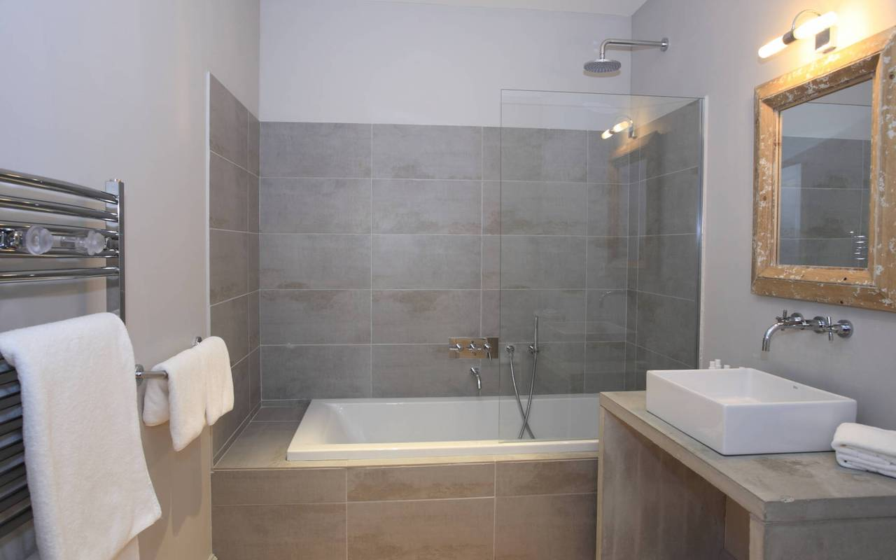chambre moderne, les carrasses, location vacances herault