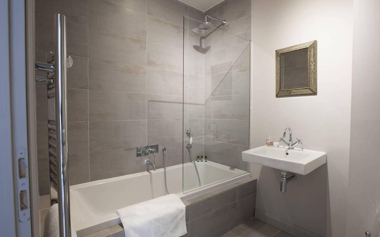 salle de bain tendance, location vacances narbonne, les carrasses