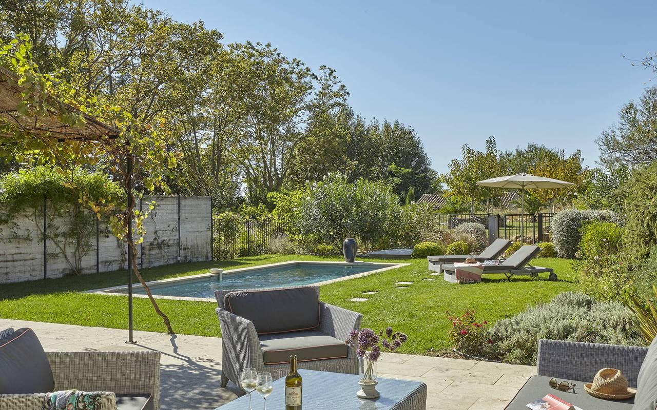 salon de jardin et piscine, location vacances béziers, les carrasses