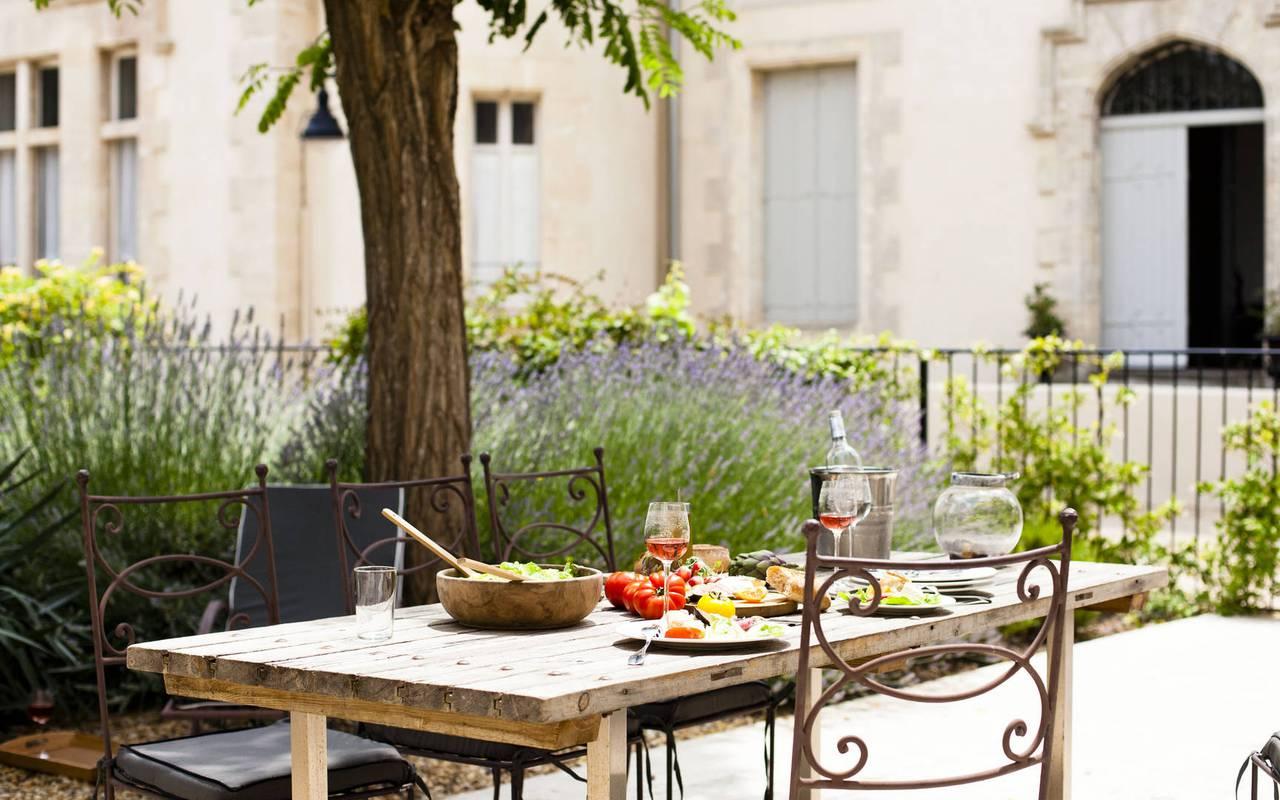 repas en terrasse, carrasses location vacances languedoc roussillon