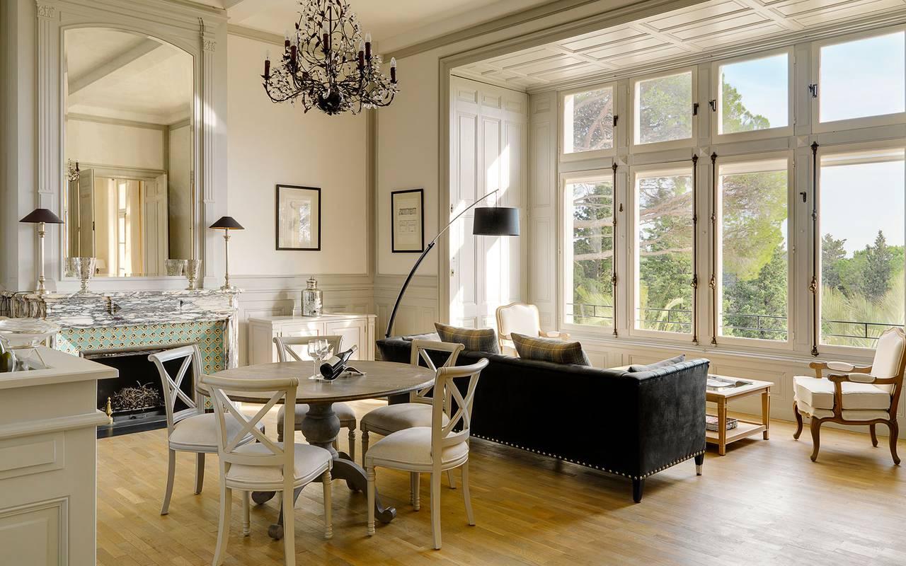 salon luxueux & lumineux, villa dans le sud de la France, les carrasses