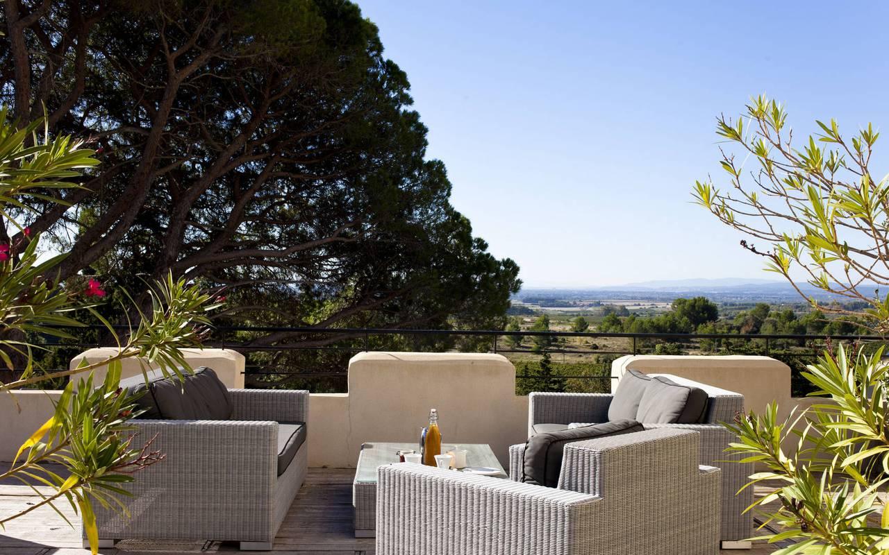 terrasse avec vue, location maison herault, château les carrasses