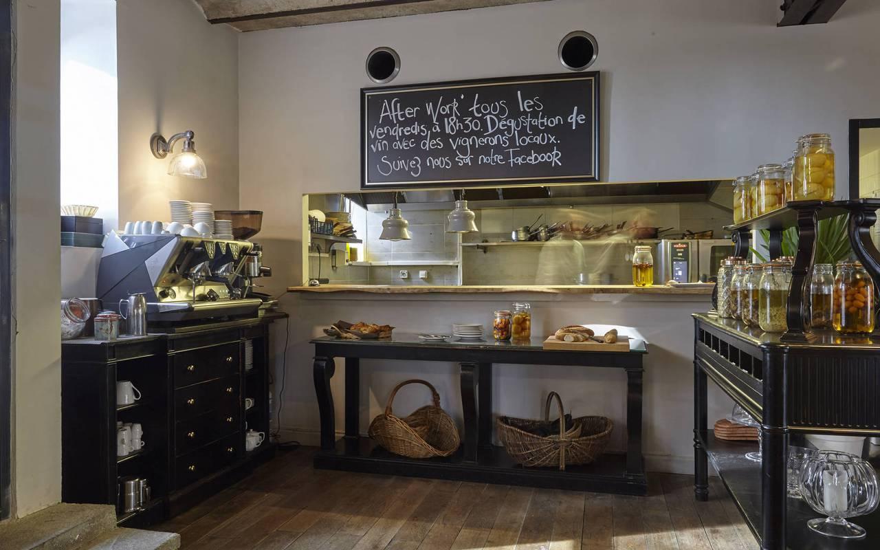 buffet, location maison herault, château les carrasses