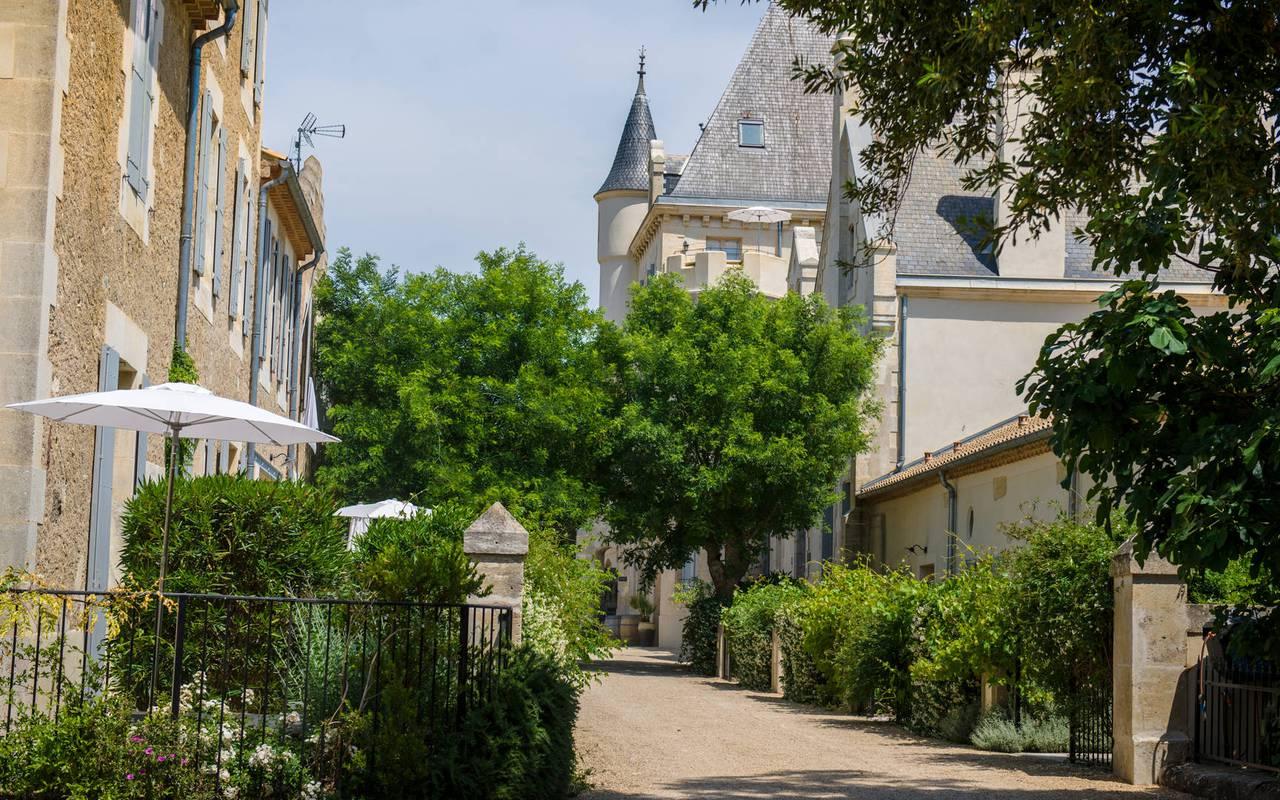 allées du domaine, location maison herault, château les carrasses