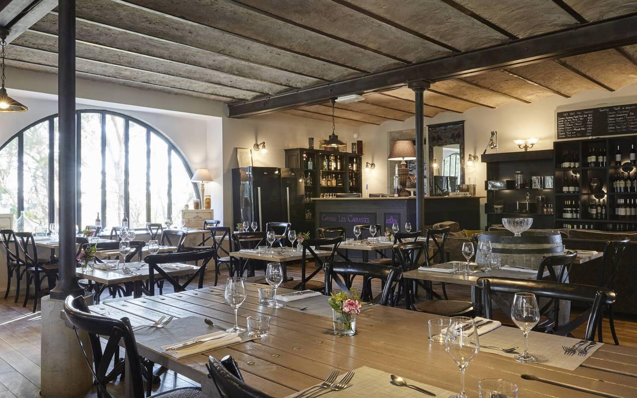 salle de restaurant, location maison herault, château les carrasses