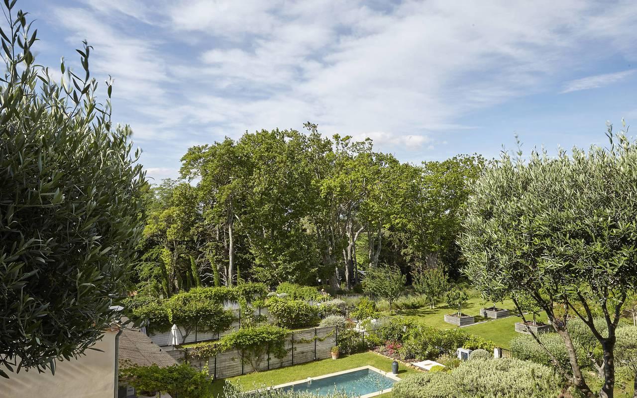 vue sur la piscine, location maison herault, château les carrasses