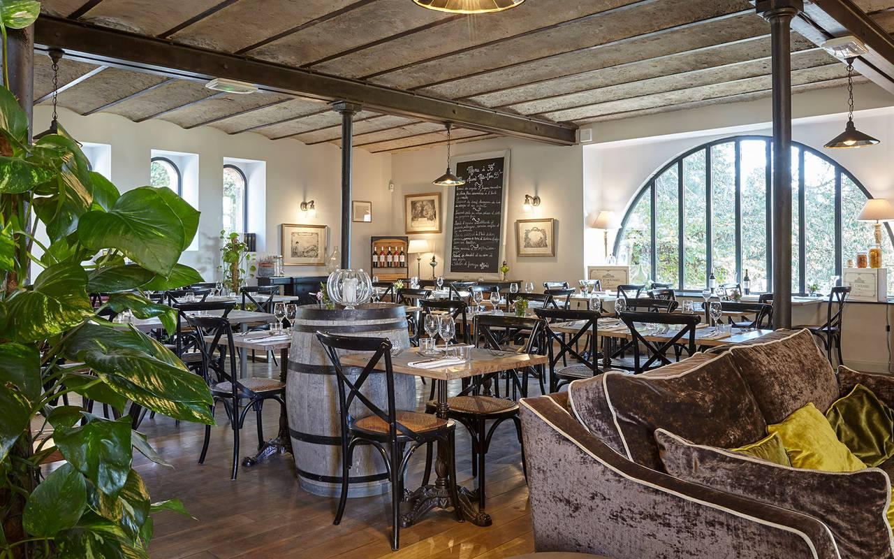 restaurant de charme, location maison herault avec piscine, château les carrasses