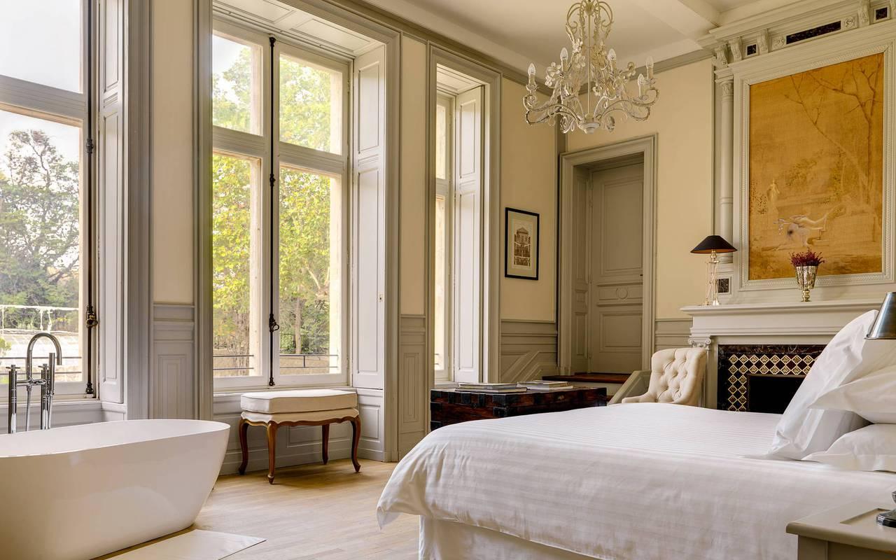 chambre romantique avec baignoire, location maison béziers, Les Carrasses