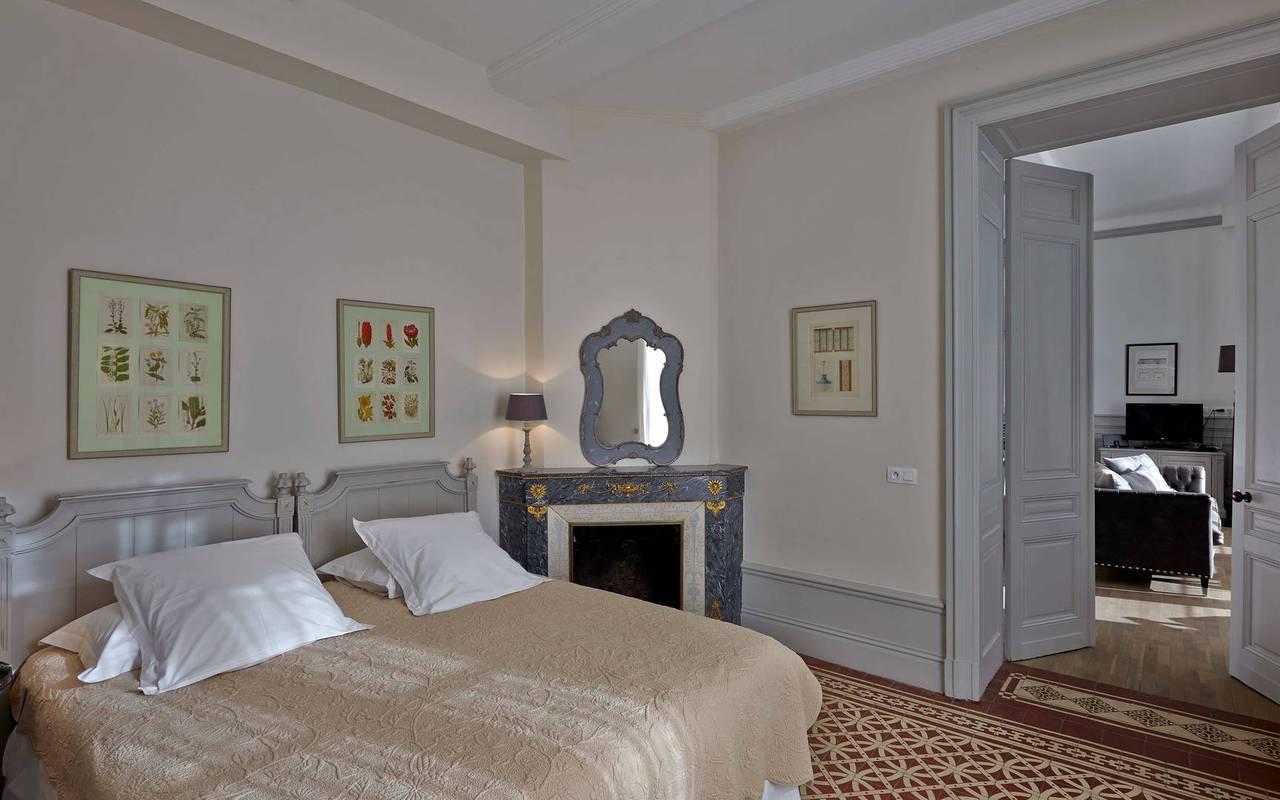 chambre traditionnelle, location maison béziers, Les Carrasses