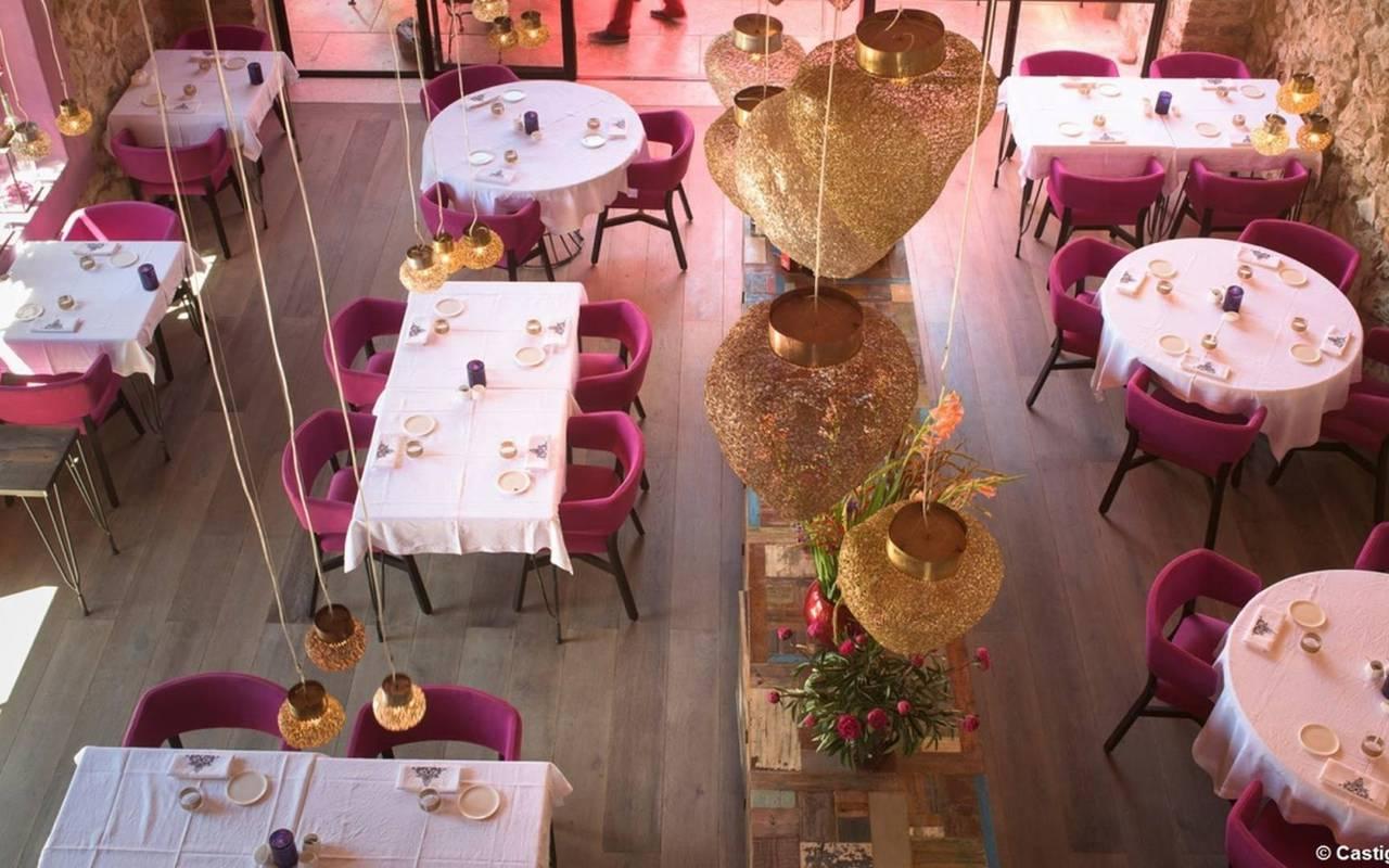 restaurant près des carrasses nuit insolite en languedoc roussillon