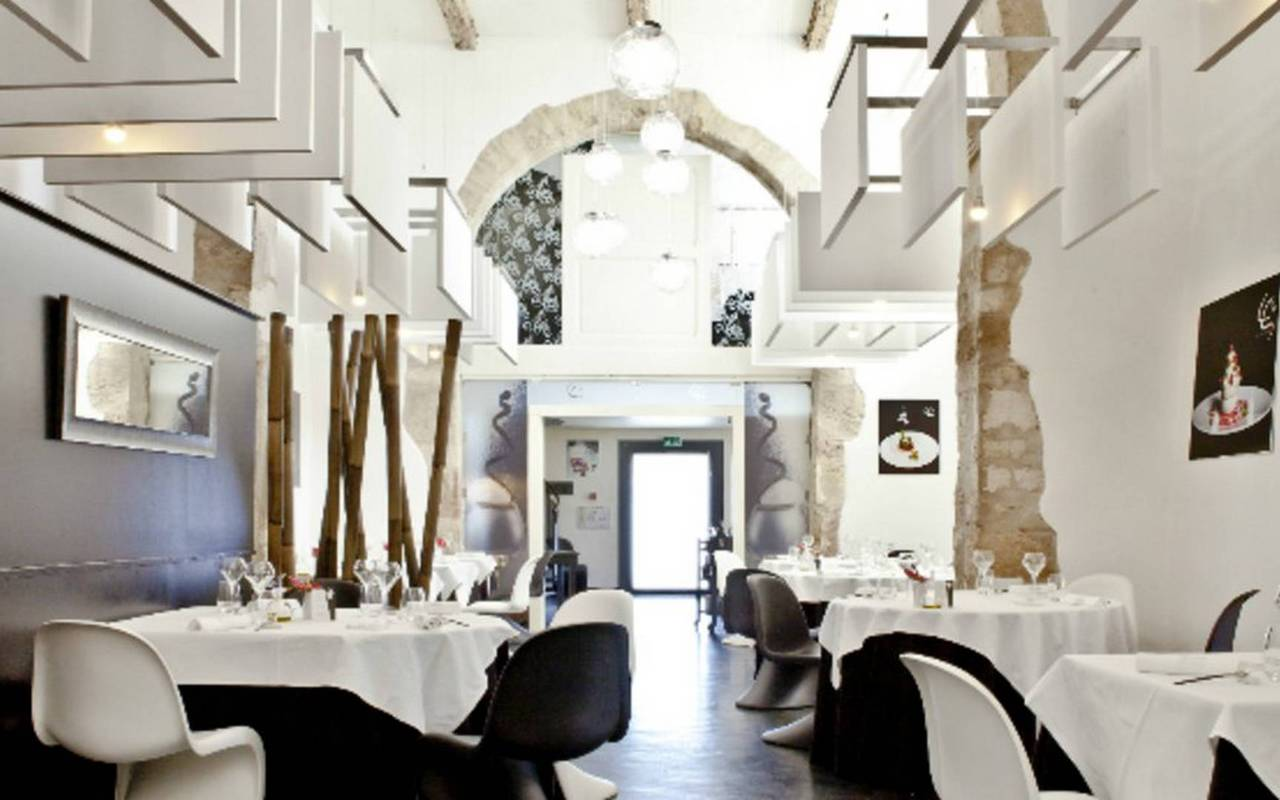 restaurant moderne les carrasses nuit insolite en languedoc roussillon