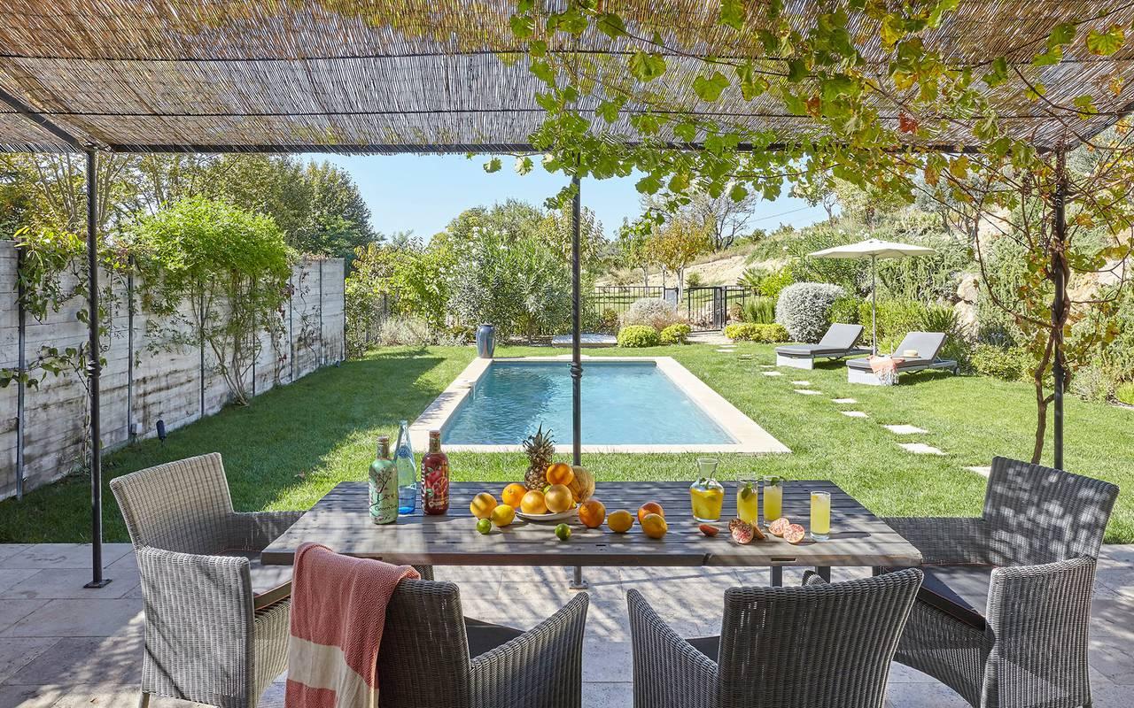 terrasse avec piscine, location vacances narbonne, les carrasses