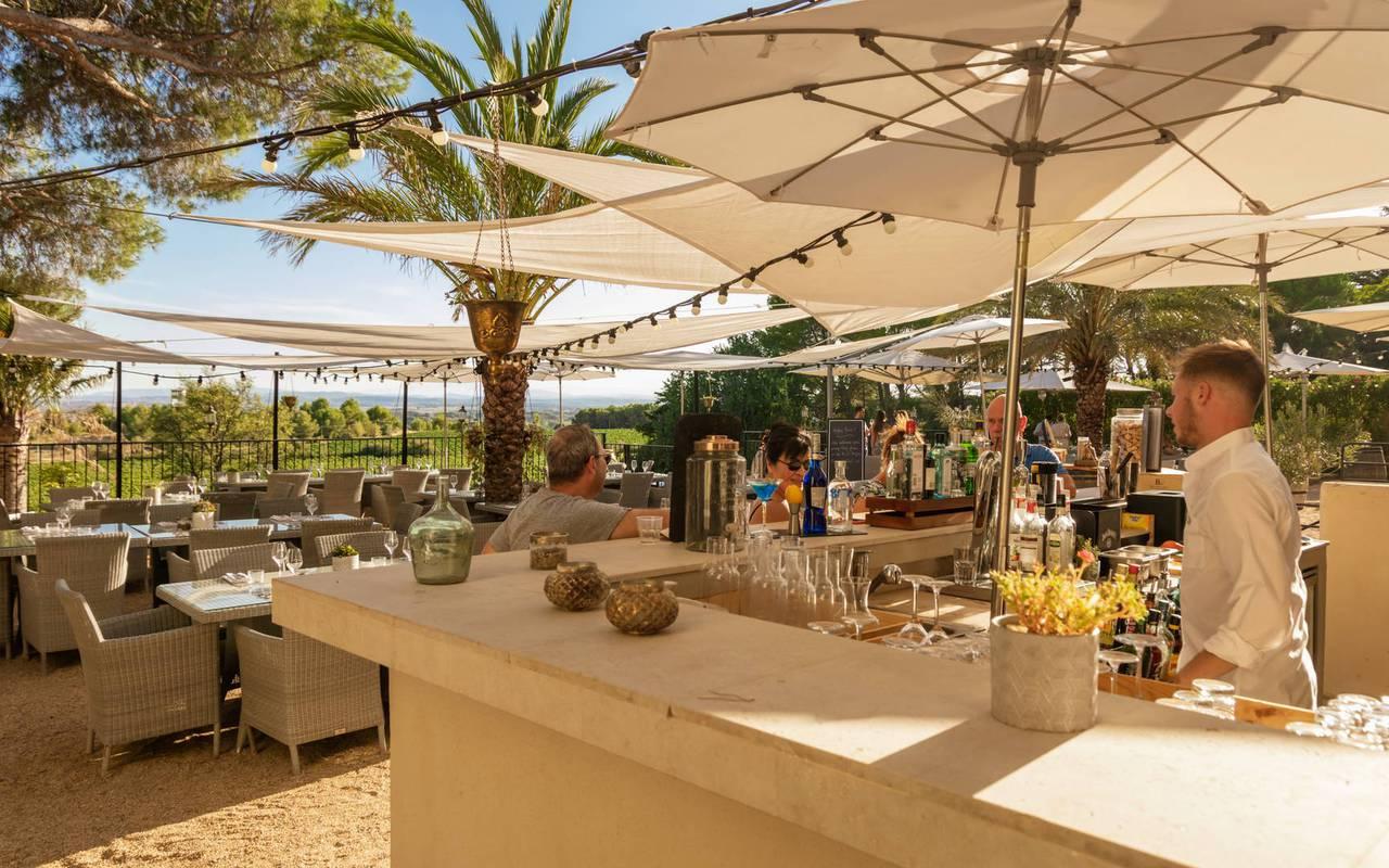 bar extérieur, restaurant gastronomique herault, les carrasses