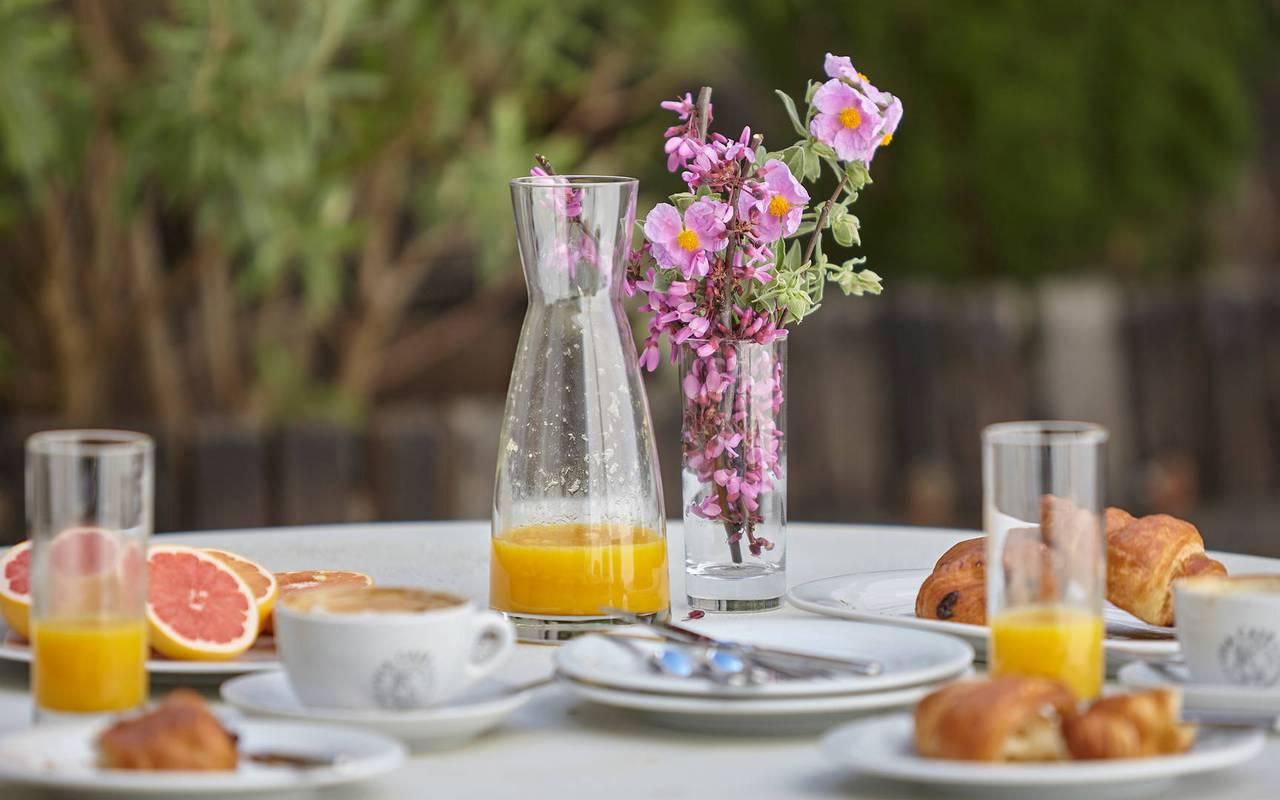 petit déjeuner dehors, restaurant gastronomique Hérault, les carrasses