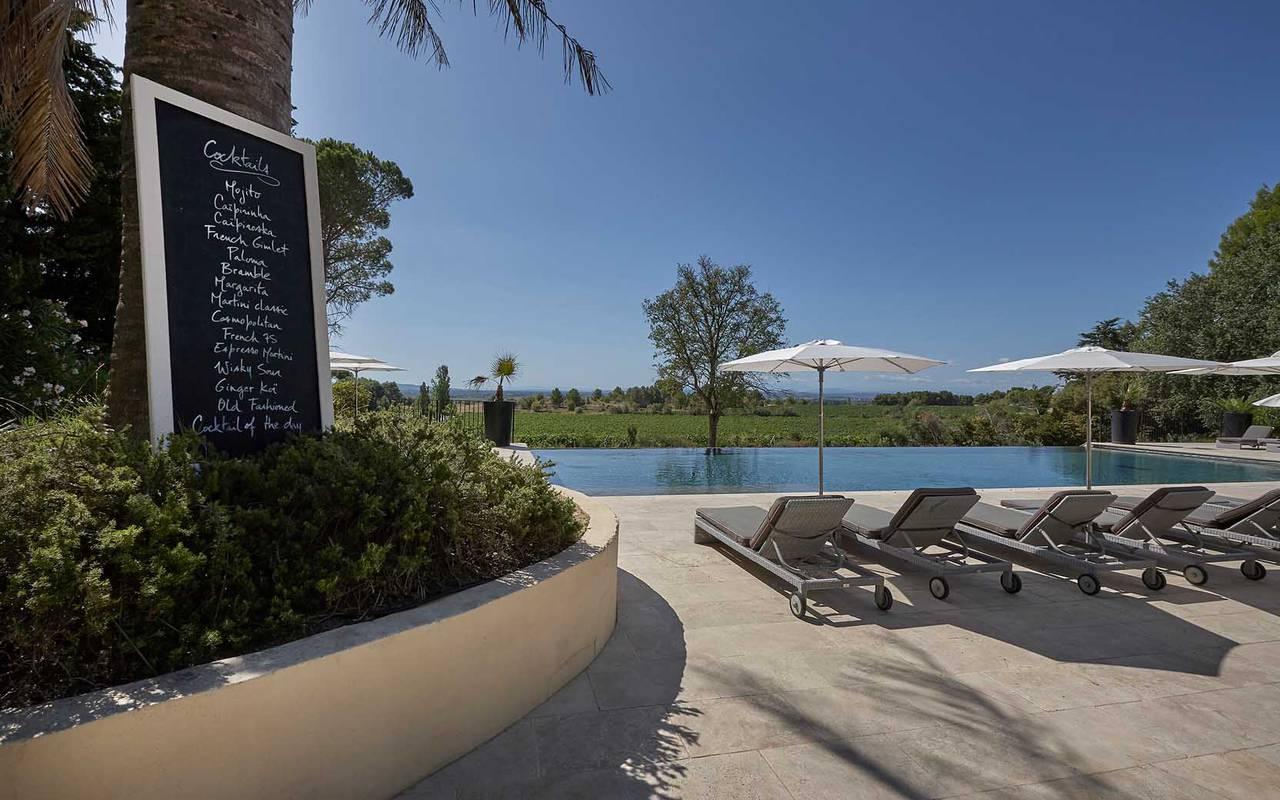 piscine avec transats château hôtel location villa narbonne béziers