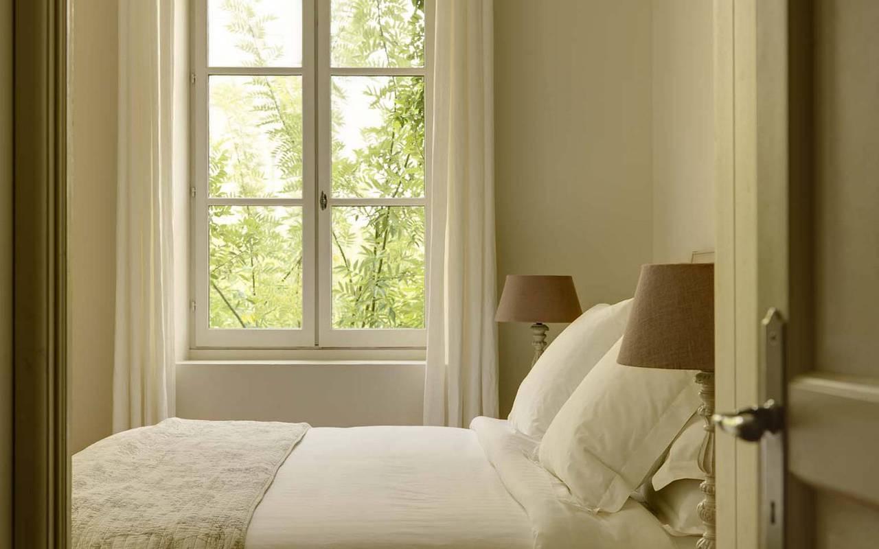 lit confortable, les carrasses, location vacances languedoc roussillon